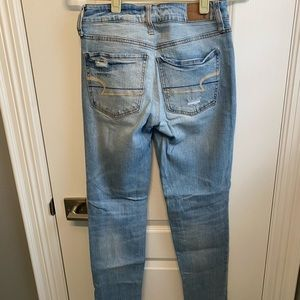 AMERICAN EAGLE HIGH WASTED, LOOSE FITTED JEANS
